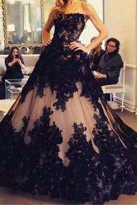 Off the Shoulder A Line Prom Dresses Strapless Sleeveless Lace Applique Tulle Elegant Court Train Formal Gowns