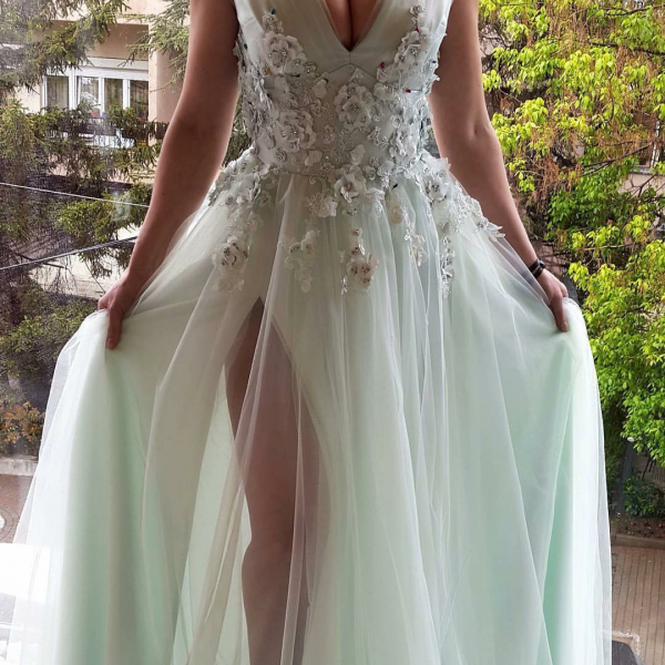 V Neck Long Prom Dresses A-line Appliques Formal Gowns Evening Dresses Sexy Party Dresses with Side Slit
